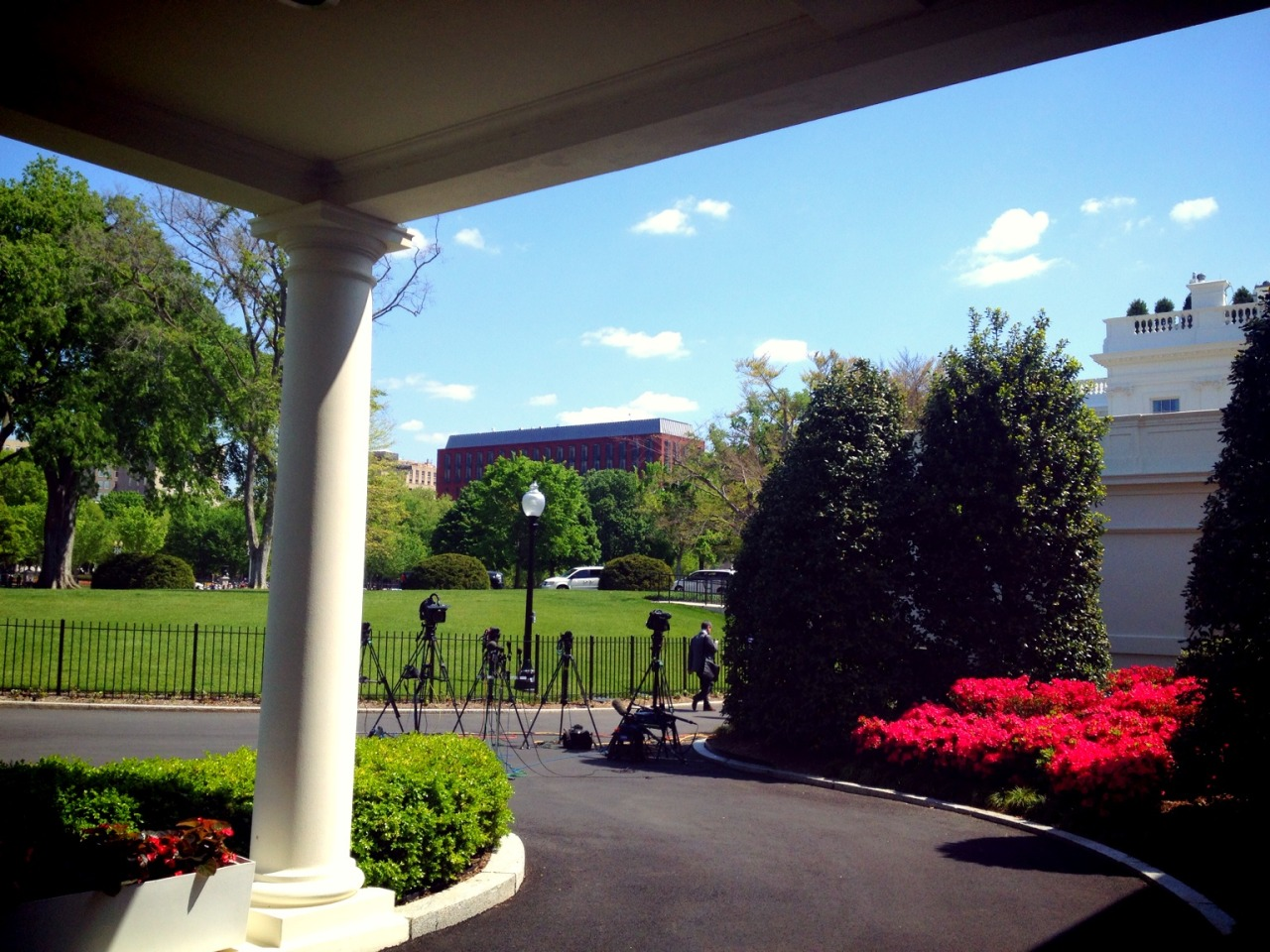 Heading into the West Wing at The White House – View on Path.