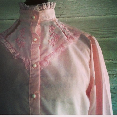 Folksie and fem #vintage pink #blouse (at Runaround Sue Vintage)