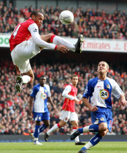 Thierry Henry (Arsenal) David Bentley (Blackburn). Arsenal 0:0 Blackburn Rovers. FA Cup 5th Round. Emirates Stadium, 17/2/07. Credit : Arsenal Football Club / Stuart MacFarlane.