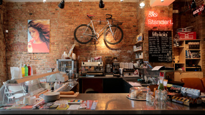 Standert - Berlin by Ignant. Watch the beautiful bicycle café in Berlin by clicking the source.