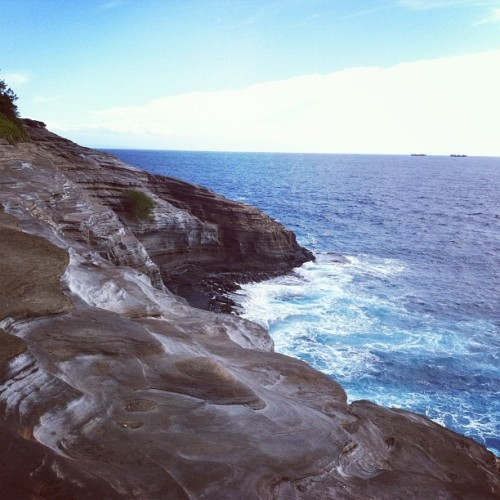 Cliffs. (: #hawaii #cliffs #latepost