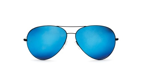 Victoria Beckham launches an e-commerce site. Her shades are yummy. Who else has nice specs? Click the photo to find out.