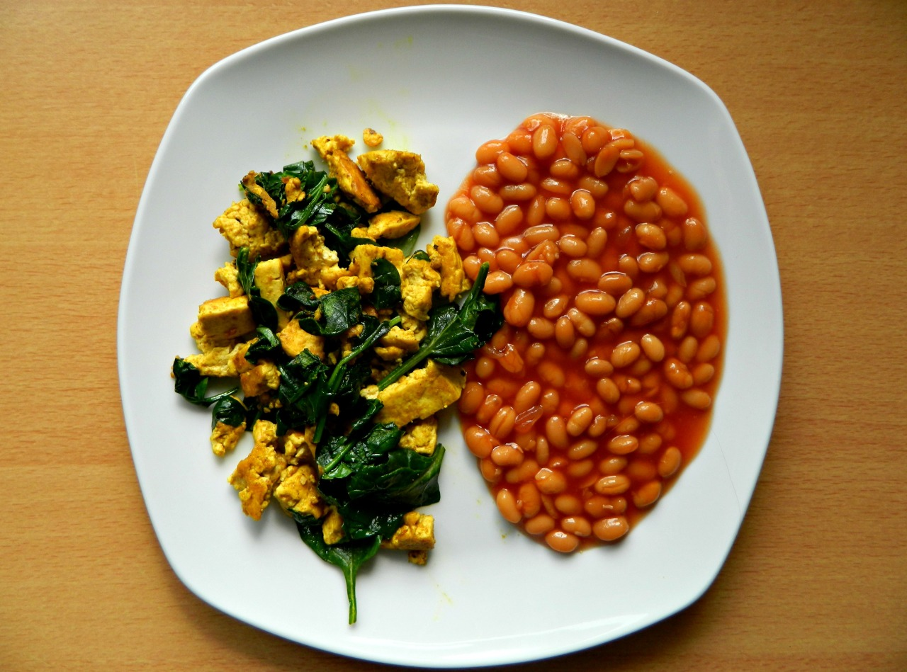 Brunch: vegan style! Tofu scramble with wilted spinach and baked beans. I used the PPK's recipe for this tofu scramble and I have to say I'm underwhelmed. It wasn't very flavourful at all, but perhaps I was expecting too much and hoping it was exactly like scrambled eggs. I've had tofu scramble out before, in Inspiral in Camden and that was way better. Ah well, better luck next time, I suppose! :)