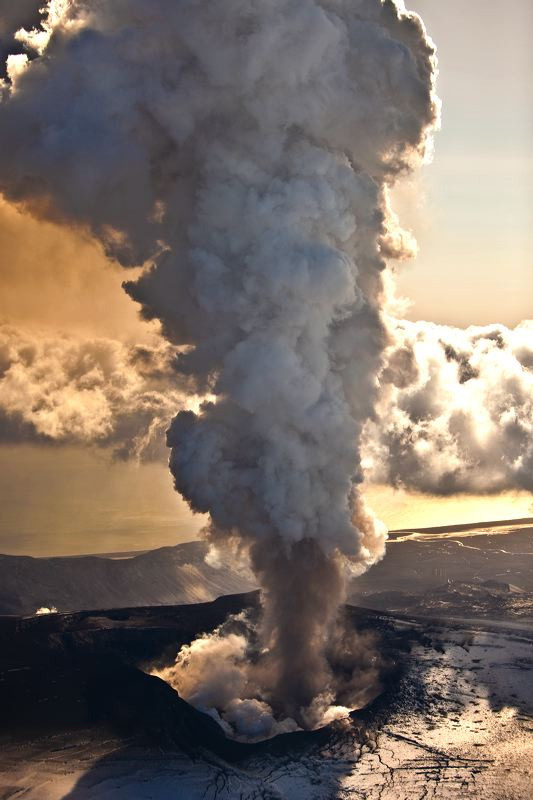 touchdisky:  Eyjafjallajökull eruption, Iceland by Ragnar TH