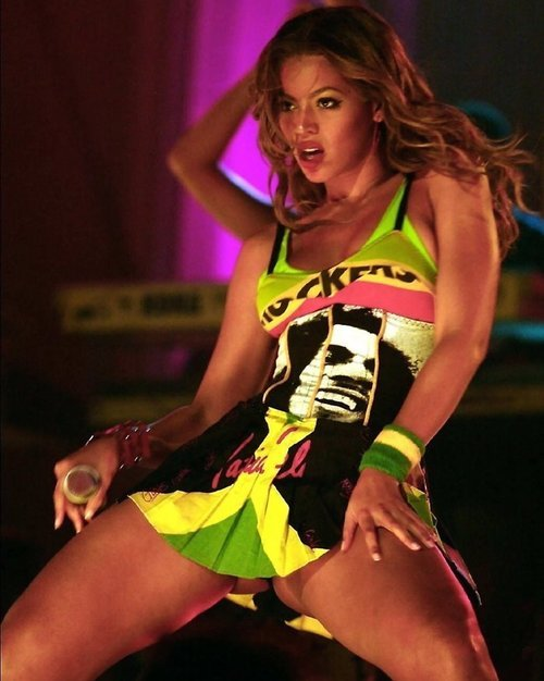 speedraceronecstasy:  I'm no stan, but I really like this picture of Beyonce.