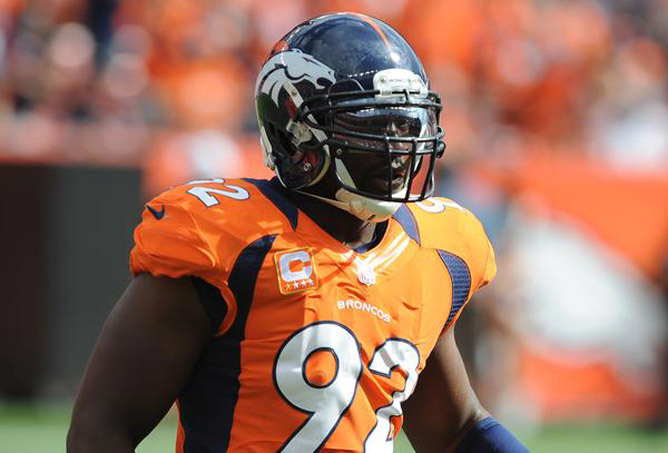 Elvis Dumervil remains a Bronco The team and their pass-rushing defensive end agreed on a restructured contract that reduces his 2013 salary from $12 million, according to two NFL sources.