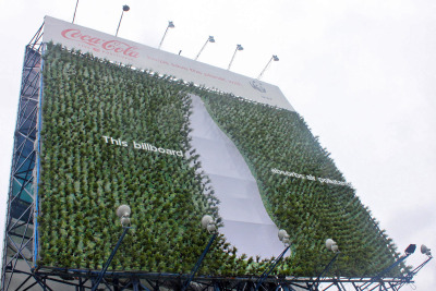 This billboard absorbs air pollutants. WWF / Coca-Cola Billboard by Momentum