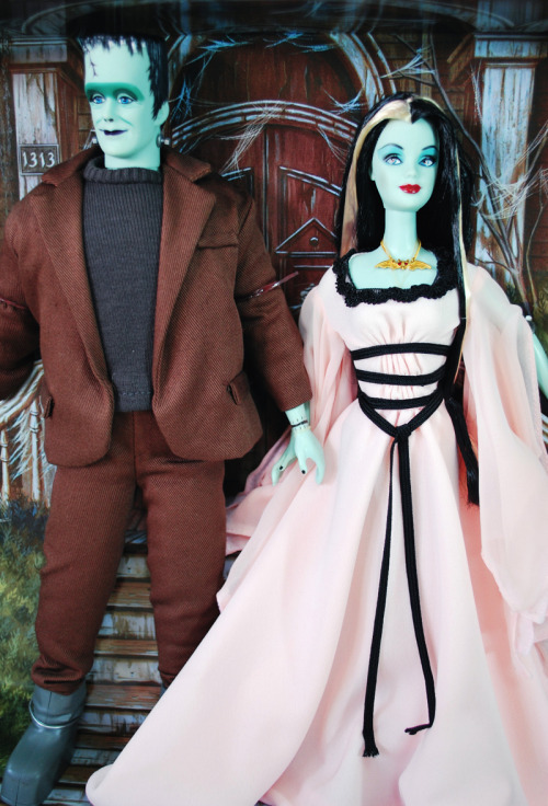 The Munsters Barbie gifset