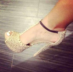 chanel-and-louboutins:  whenfairytalescometrue:  http://whenfairytalescometrue.tumblr.com/  Chanel-and-Louboutins.tumblr.com