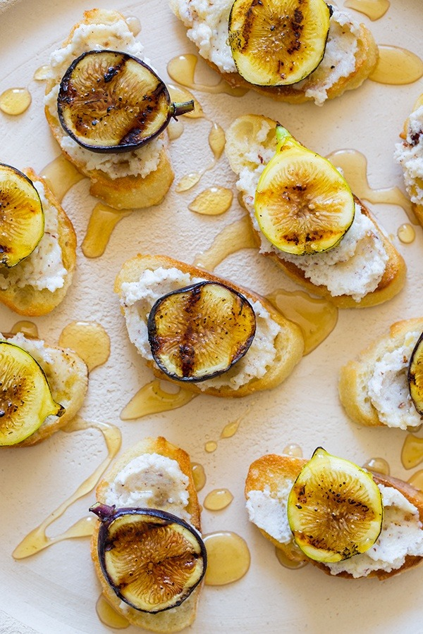Fig & ricotta crostini. Yum!