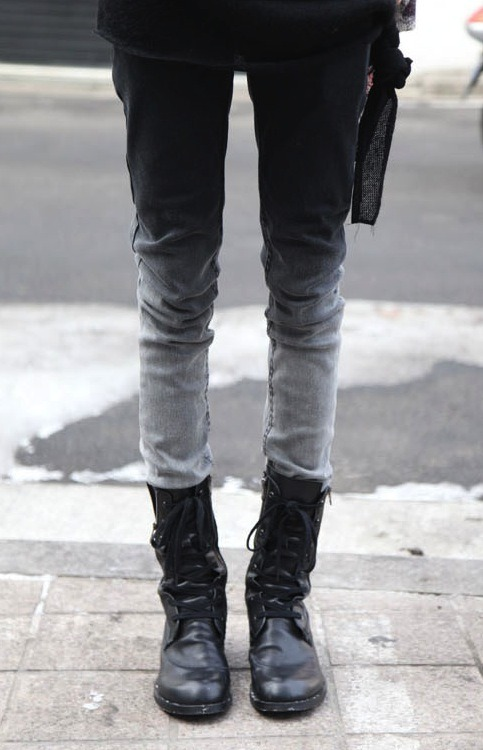 what-do-i-wear:  D.I.Y Dip dyed denim Inspiration (image: ordinarypeople)