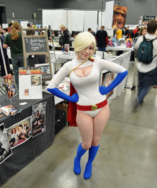 comicheroines:  Power Girl Cosplay