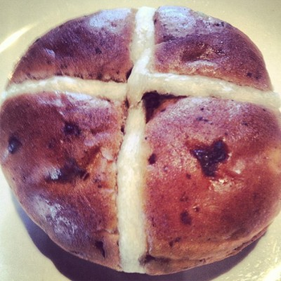 Hot cross bun for #breakfast! #Easter #Weekend #FUN begins with @jrbigdealdawson @jrjrbigdealdaws  (at Dawson's House)