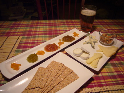 Assorted cheeses, crackers and three jellies (green peppers, orange-apricot brandy, peach-mango) with a good belgium beer: Leffe.