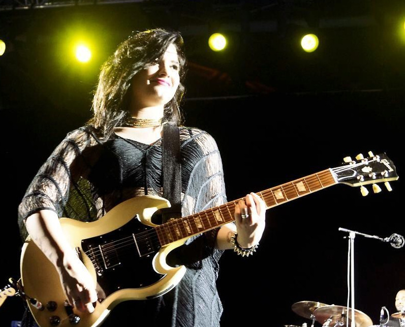 demiappreciation:  Demi - Twin Towers @live
