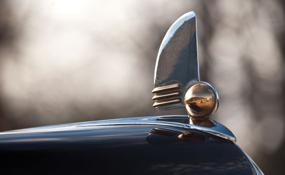 oldschooliscool:  Lincoln Continental hood ornament from 1942.