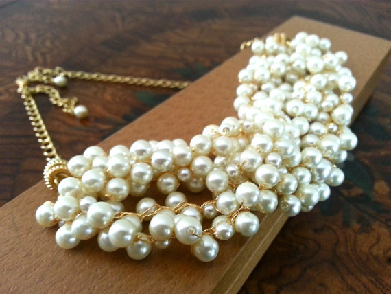 (via Bridal Pearl Necklace Statement Wedding by PearlJewelryNecklace)