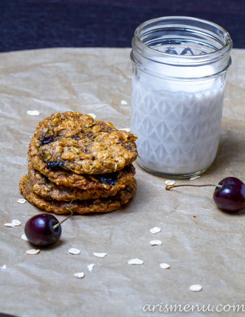 veganrecipecollection:  (via Peanut Butter Oatmeal Cookies | Ari's Menu)