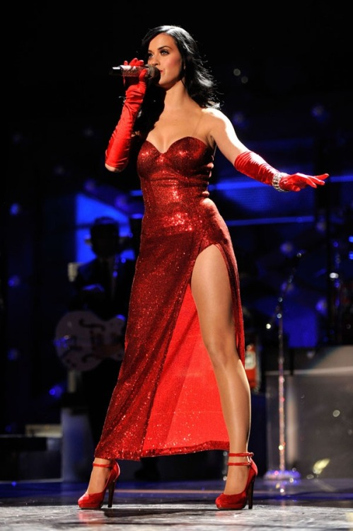 persequimur-maximum-vita:  Katy Perry as Jessica Rabbit
