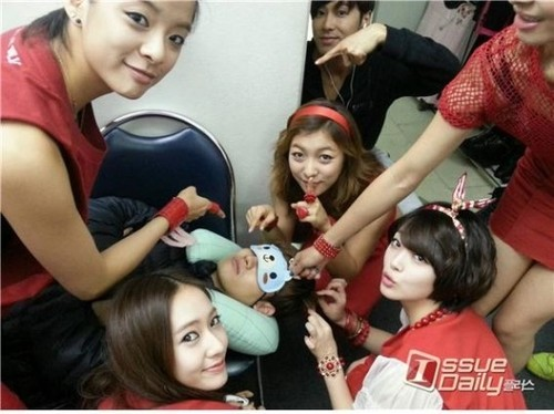 TVXQ & F(x) - SMTOWN Live: Tour in Singapore & Bangkok (Backstage Photos)