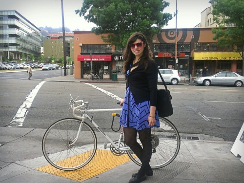 berkeley cycle chic. on shattuck by berkeley way. this time I remembered to mention the name of my blog, but forgot to ask her name. Lauren T. who moved here from Atlanta recently. and that's a gitane. a very new-looking gitane.