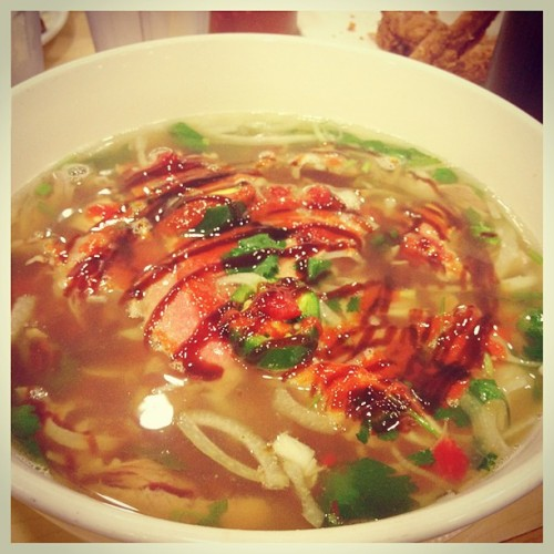 After a long week, all I need is my family around me and some phó. #HouseOfPho #FamilyTime #LongWorkWeek #MySoulFood 😁 (at House of Phở)