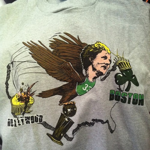 I had a hunch I should stop at thrift store this morning. Killer Larry Bird tee from mid 80s returning nba championship trophy to beantown. Deadstock condition. Screen stars tag XL. #larrybird #bostonceltics #deadstock #1980s #thrifting #ihatela #celtics #screenstars #worlddomination #nba #vintagenba #potofgold #allergictocubicles @dannyp69 @vintagewizard