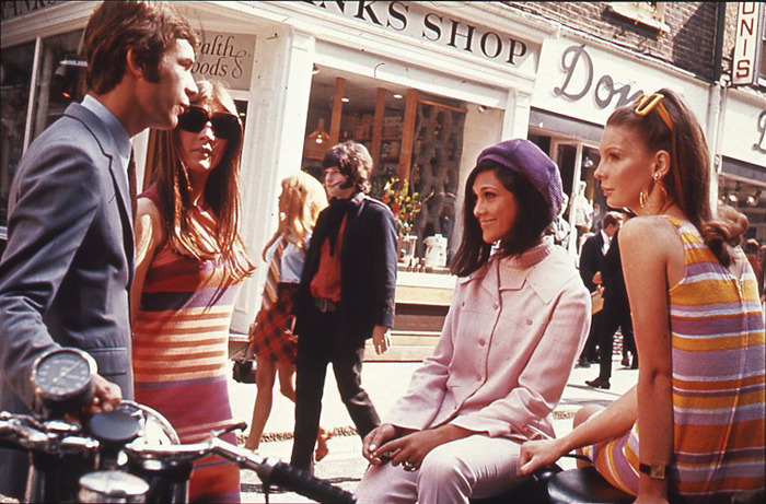 (via 1960s swinging London: teenagers on Carnaby Street)