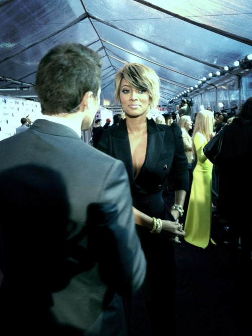 kerikrew:  Keri Hilson on the red carpet of the VH1 Divas show tonight.   Haven't updated my Keri blog in a minute, but woooooweeee, still hot and man, I love her.