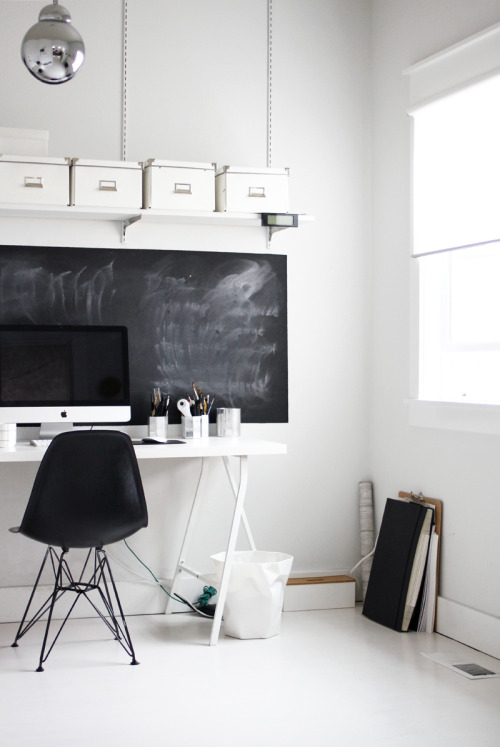 minimal + b&w = love (via A Merry Mishap: office cleaning)