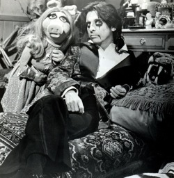 gothiccharmschool:  From one of my all-time favorite episodes of the Muppet Show. Yes, this one, and the one where Vincent Price was the guest star. Favorite. Episodes.