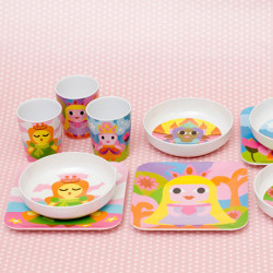 French Bull now featured on Fab.eu.Fab.comOh melamine, with your candid colours and unbreakable strength, you are truly a god among plastics. It's no surprise French Bull has made a big name for themselves using this child-friendly material for their cheerful cups, bowls and plates featuring quirky designs of robots, princesses and monsters.
