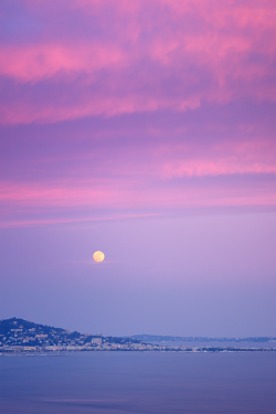 plasmatics-life:  [ Explore ] Moonrise meets Sunset above Cannes ( Alpes-Maritimes / France )