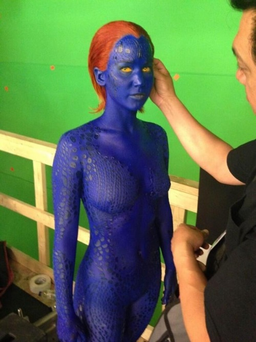 xxgeekpr0nxx:  Jennifer Lawrence is Feeling Blue on the X-Men: Days of Future Past Set