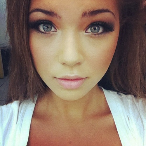 view more beauties with green eyes→