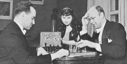 didigodot:  Prokofiev and Oistrakh playing chess!