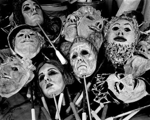 regardintemporel:  Abelardo Morell - Romeo and Juliet Masks, The Metropolitan Opera, 2005