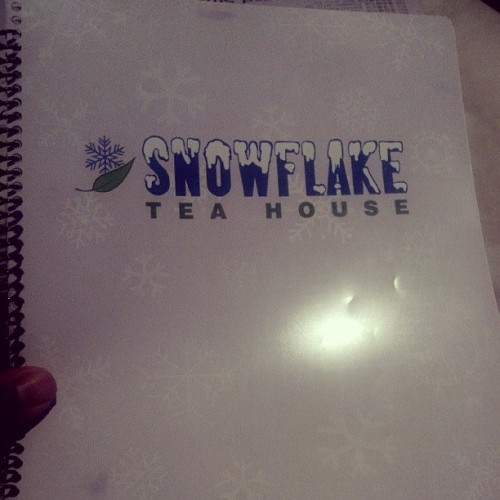 Tryin out a new place called #SnowflakeTeaHouse with @Jelly_bean413 and @Kyle_Bobo88  (at Snowflake Tea House)