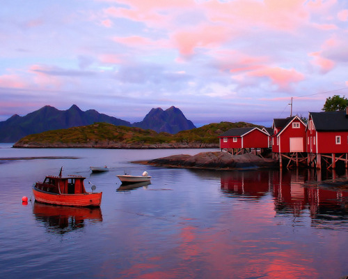 Midnight Sun, Svolvaer by BumbyFoto on Flickr.