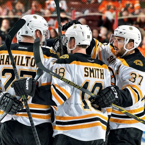 #NHLBruins set new franchise record with 9 straight road wins, defeating Flyers 4-3 in the shootout.