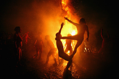spirits-in-love:  flowersofgaia:  wearetheweavers:  Beltaine Fire ritual - Edinburgh  I love Edinburgh and those crazy circus pixies… <3  oh it was such a wonderful night this year in Edinburgh, my first time going to the Fire Festival and I'll definitely go next year as well :)