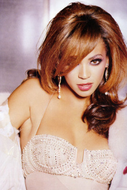 Beyoncé, Giant Magazine (2006) photographed by Ellen Von Unwerth.