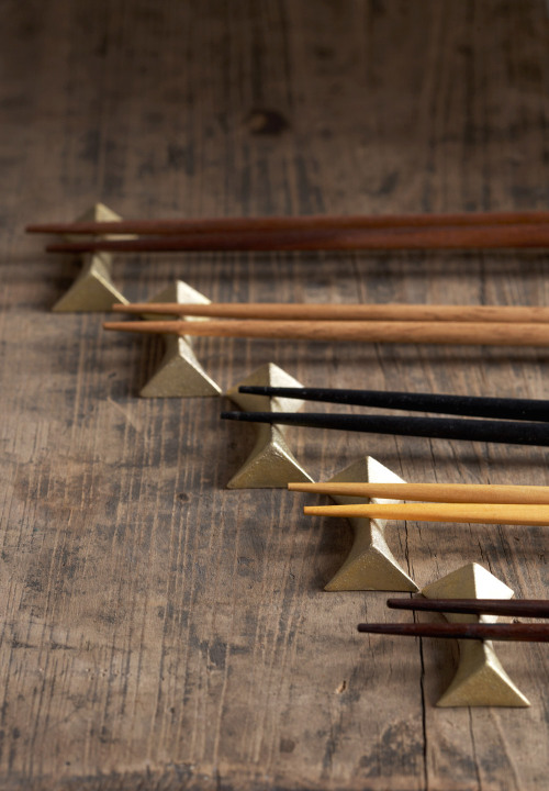 thingsorganizedneatly:  Futagami Chopstick Rests from Nalata Nalata Photography by Armando Rafael