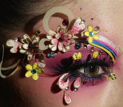 make-up-is-an-art:  China Fashion Week Fall 2013 | Makeup artist Mao Geping.