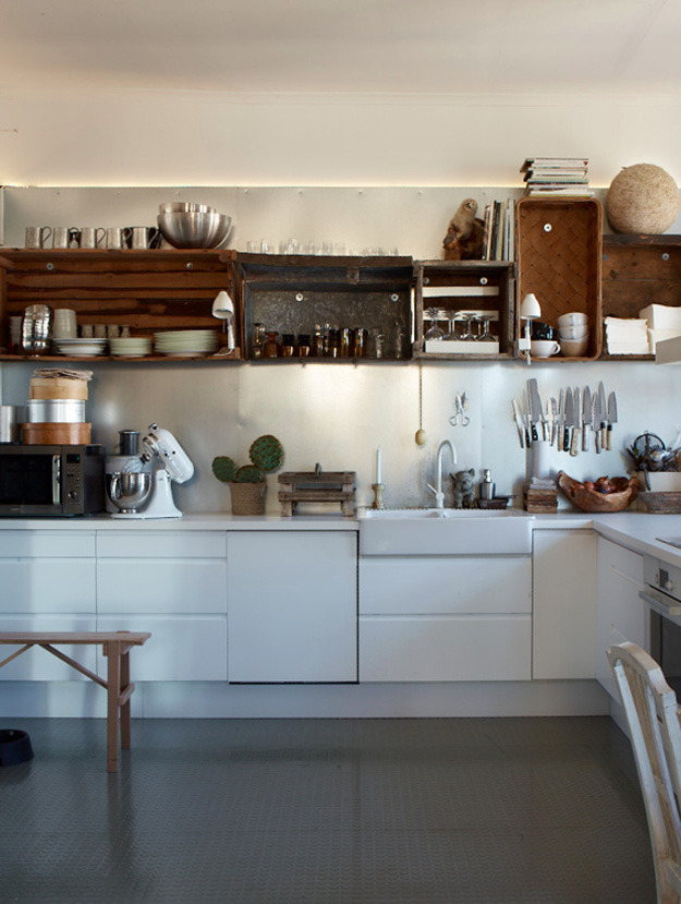 beeslikehoney:  I love this kitchen! http://bit.ly/XJObvz