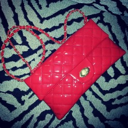 Beautiful Quilted Red Patent Leather Clutch w/ gold chain strap courtesy of @shoprunwaycouture  I love it! #red #style #fashion #clutch #fyourstyle #Gaptoothdiva #RVA #shoplocal #supportmydolls #accessories #bold #zebraprint #fierce #gold