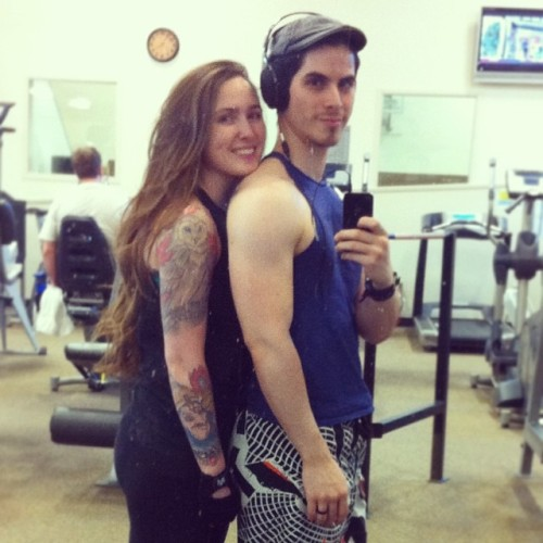 Gettin' them delt gains with Búhita!  #mikeylemunch #delts #hertatts #musclepup  (at The Club)