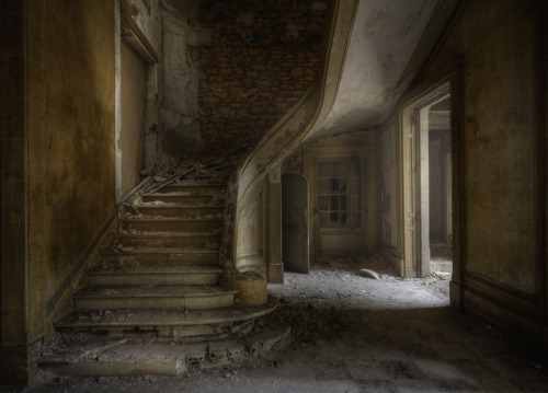 abandonedcity:  The Bureau ( explore ) (by andre govia.)