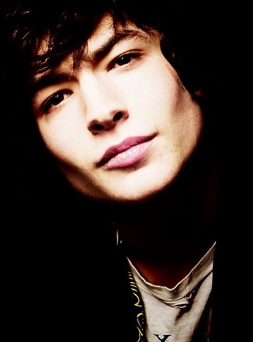 ezra-is-a-wallfl0wer:  CHEEKBONES