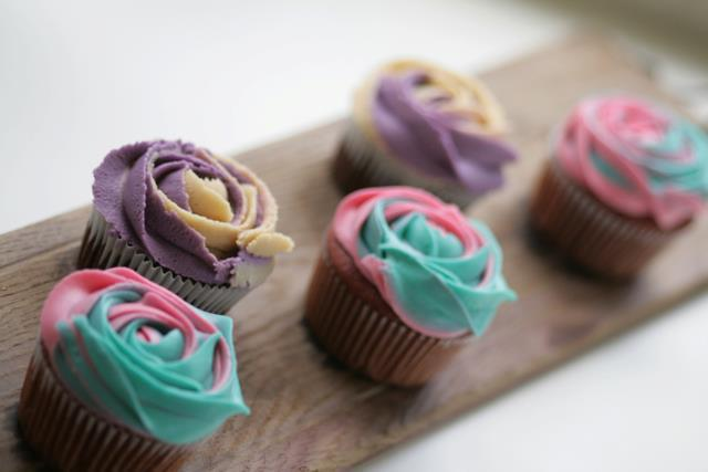 (2) Starbird Specialty Cupcakes on We Heart It - http://weheartit.com/entry/26300847/via/foodie6969   Hearted from: http://www.facebook.com/photo.php?fbid=254937727860181&set=a.196762617011026.42763.181803385173616&type=3